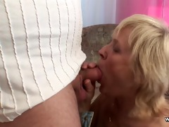 mom receive fucked by young boy when daddy ist