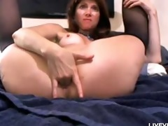 kink nasty cougar daisy plays with her giant toys